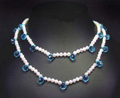 Halsband äkta pärlor och kristalldroppar - Färdiga halsband ... a5eee2a89f7a1