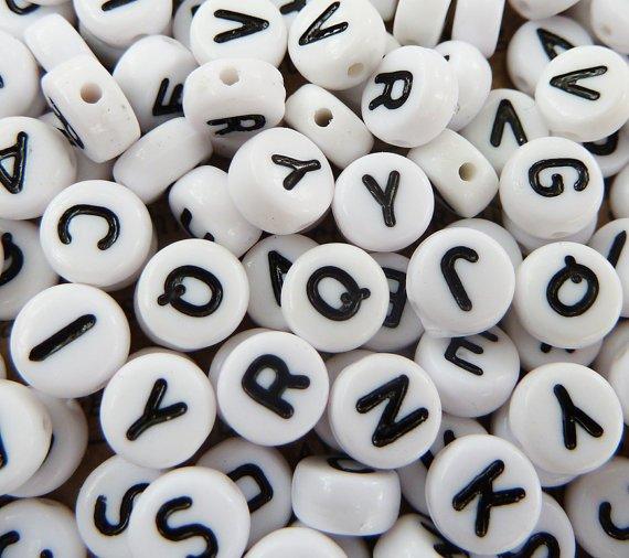 köpa pärlor med bokstäver